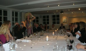 Anna thanking her guests, in 'the speach wig'!